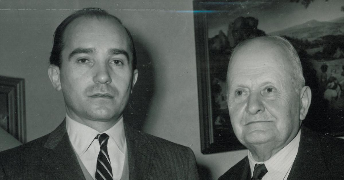 >Fotografie ze setkání s otcem ve Vídni organizovaného StB. Otec je šťastný, že vidí jediného syna po 7 letech. Miloš Knorr ví, že je to naposled.