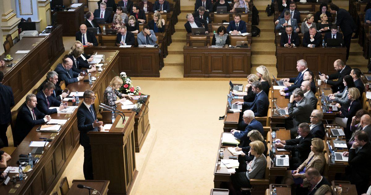 Sněmovna vyzvala vládu k omezení počtu ruských diplomatů v Česku i k vymáhání odškodnění za Vrbětice