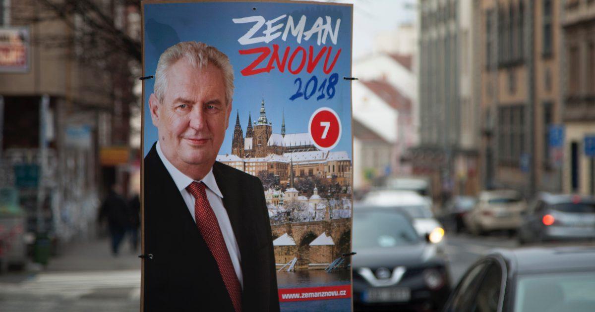 Volební plakát s fotografií Miloše Zemana v Praze.