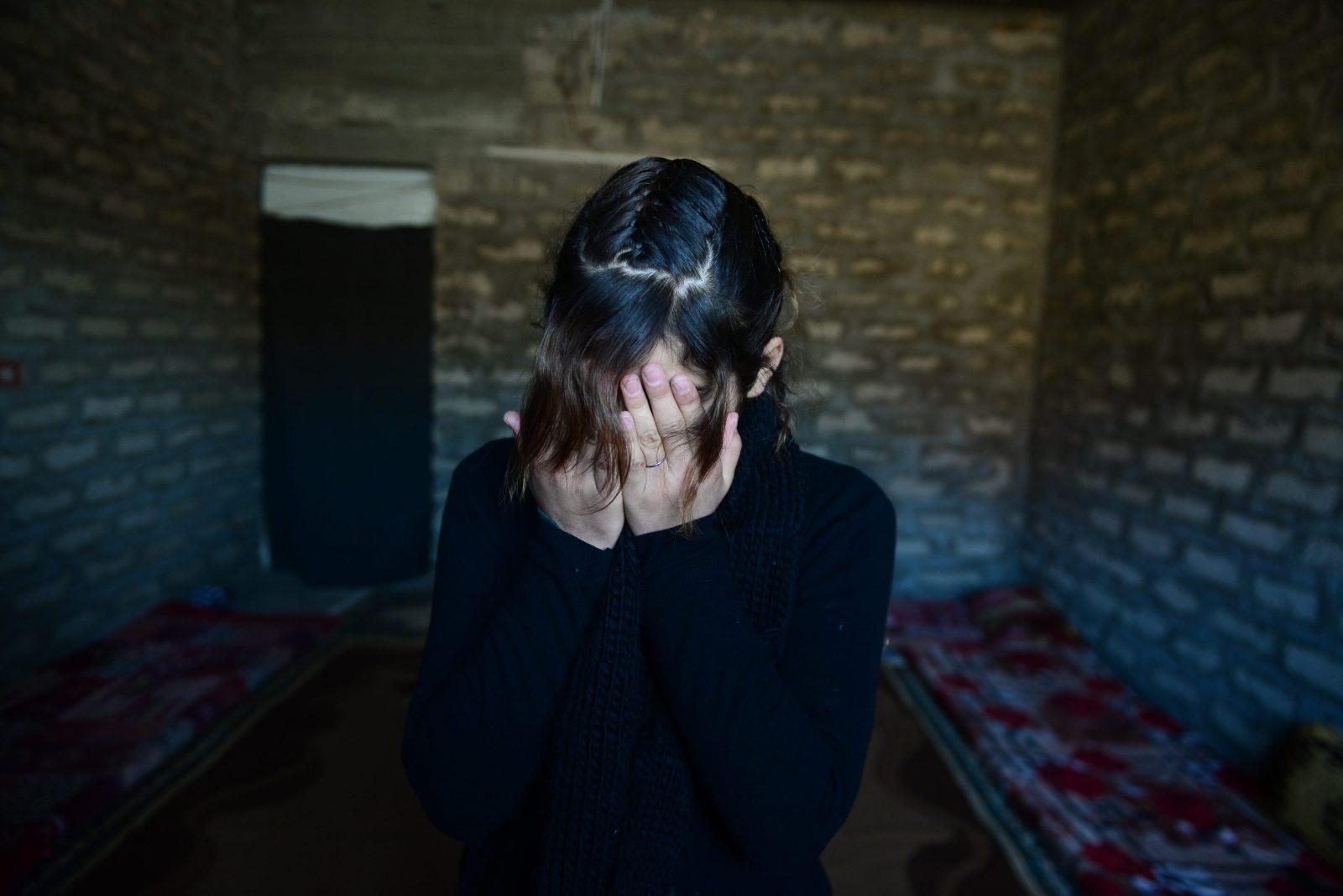 Čtrnáctiletá jezídka Hawain, která strávila měsíc a půl v zajetí ISIS. Záběr je z roku 2014