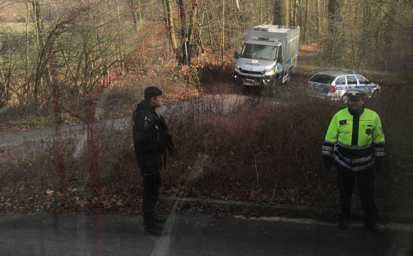 Policejní vyšetřování na místě mezi Děhylovem a Třebovicemi, kde se Ctirad V. zastřelil