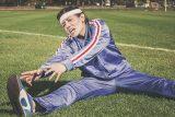 Při domácím cvičení je důležitý i strečink. 'Je to preventivní ochrana před poraněním,' radí expert