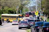 V Knoxville v Tennessee vypukla střelba na střední škole. Na místě jsou zranění včetně policisty
