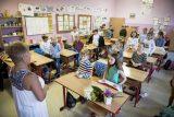 Návrat žáků do škol je stále nejistý. 'Situace je nepříznivá,' říká Prymula