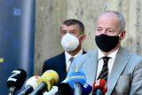 ŽIVĚ: Vláda kvůli koronaviru zavede zákaz nočního vycházení. Obchody musí v neděli nechat zavřeno