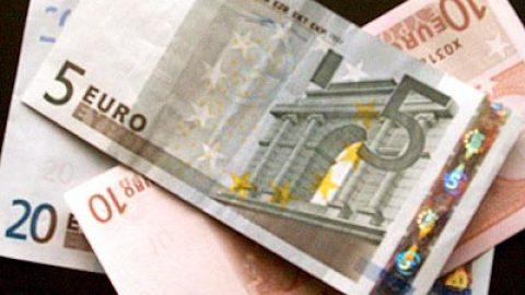 Poskytnutí půjčky omezení plateb v hotovosti