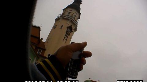 VIDEO  Muž z Ústecka předvyplňoval lístky k volbám. Za hlas vyplácel 300  korun 2d784e5173