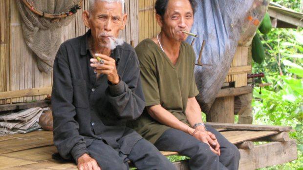 Pokud používáte vaping jako způsob, jak přestat kouřit nebo snížit počet cigaret, nemusí být použití beznikotinové cigarety bezpečné.