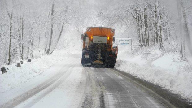 0c653e821 Sněhová vánice komplikuje dopravu i na silnicích v Ústeckém kraji | Zdroj:  ČTK