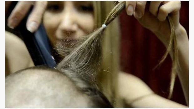 c26aa3a0526 Na změně vizáže se dá i vydělat. Dlouhé vlasy vykupují některá ...