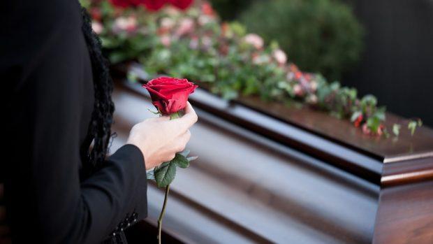 Chodit s ředitelem pohřbu