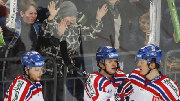 870938a7805ab Čeští hokejisté slaví na Channel One Cupu první výhru   Foto: ČTK, Pavel  Golovkin