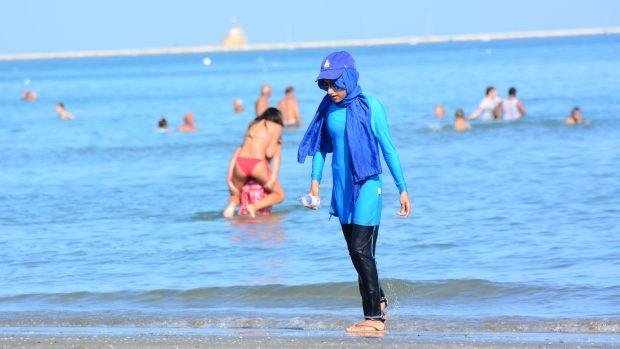 Randí s mladším egyptským mužem