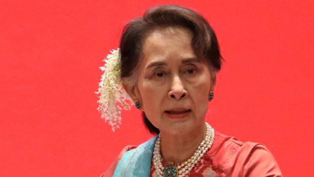 Podle prvních výsledků vede volby v Barmě strana Su Ťij. Podle pozorovatelů nešlo o svobodné hlasování
