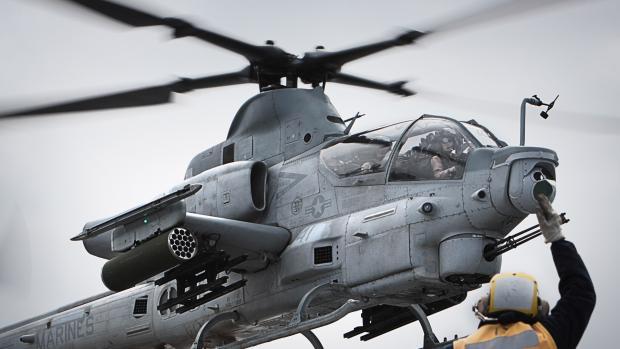Ministr obrany stvrdil v USA nákup osmi nových vrtulníků. Armáda je bude mít k dispozici za tři roky