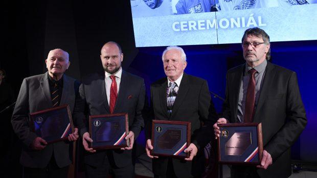 Síň slávy českého hokeje má čtyři nové členy. Šlégr jako malý ale radši utíkal ze stadionu na pískoviště