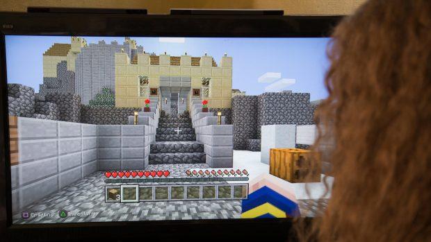 a5da1ba51 Kostičkový fenomén Minecraft slaví 10 let. Počítačová hra je druhou  nejprodávanější na světě | iROZHLAS - spolehlivé zprávy