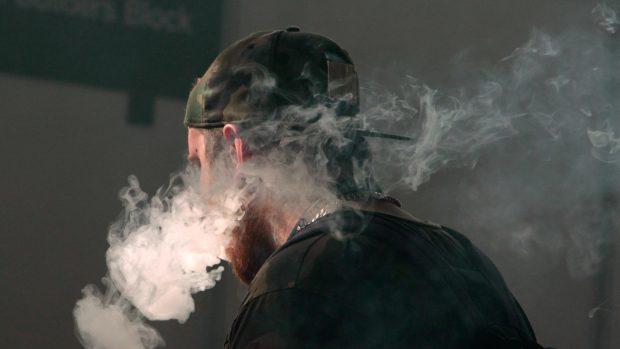 Sledovat kouření videa