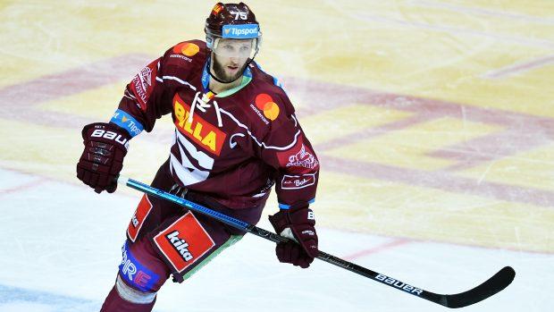 Hokejová Sparta přišla o vítěznou sérii na ledě nejhoršího týmu extraligy, v Pardubicích padla 3:4