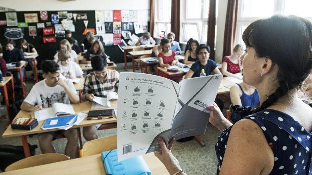 Obrana českých škol proti hackerům? Pětina z nich si podle průzkumu nemůže dovolit IT specialistu
