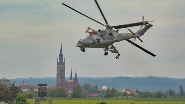 38dd70b97 Bojový vrtulník Mi-24 musel nuceně přistát na Libavé. Nikdo z pěti ...