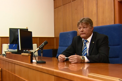 Obžaloba soudce Nováka: Za 80 tisíc dostal milionáře z vězení, úplatek si převzal s policií v patách