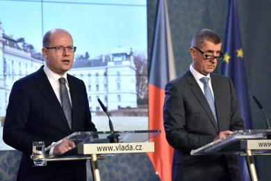 Absurdní, jde o předvolební souboj, komentoval Zeman spor Sobotka - Babiš
