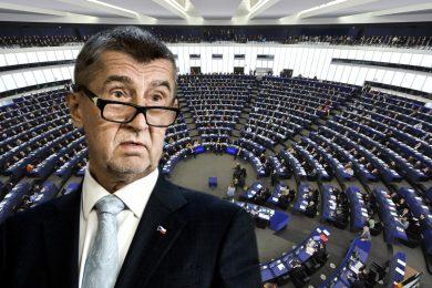 VIDEO: Europoslanci řešili Babišův střet zájmů. Žádné dotace, dokud nebude jasno, hrozí Oettinger