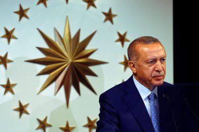 Erdoğan se prohlásil vítězem tureckých voleb a 'doufá, že na to nikdo nevrhne stín'