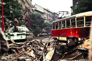 Srpen '68 na unikátních barevných fotografiích. Polskému geologovi ležely desítky let v šuplíku