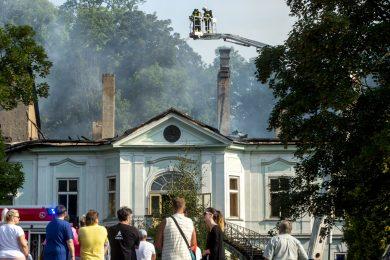 'Pak výbuch a už se všude kouřilo.' Svědectví naznačují, že zámek v Maršově mohl někdo zapálit úmyslně