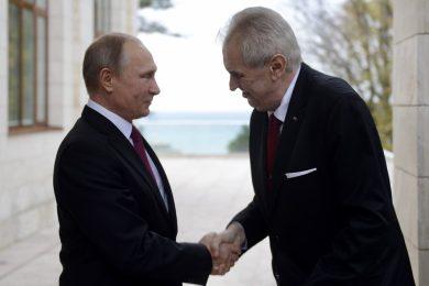 Sankce by se měly zrušit a Krym patří Rusku, prohlásil Zeman po setkání s Putinem