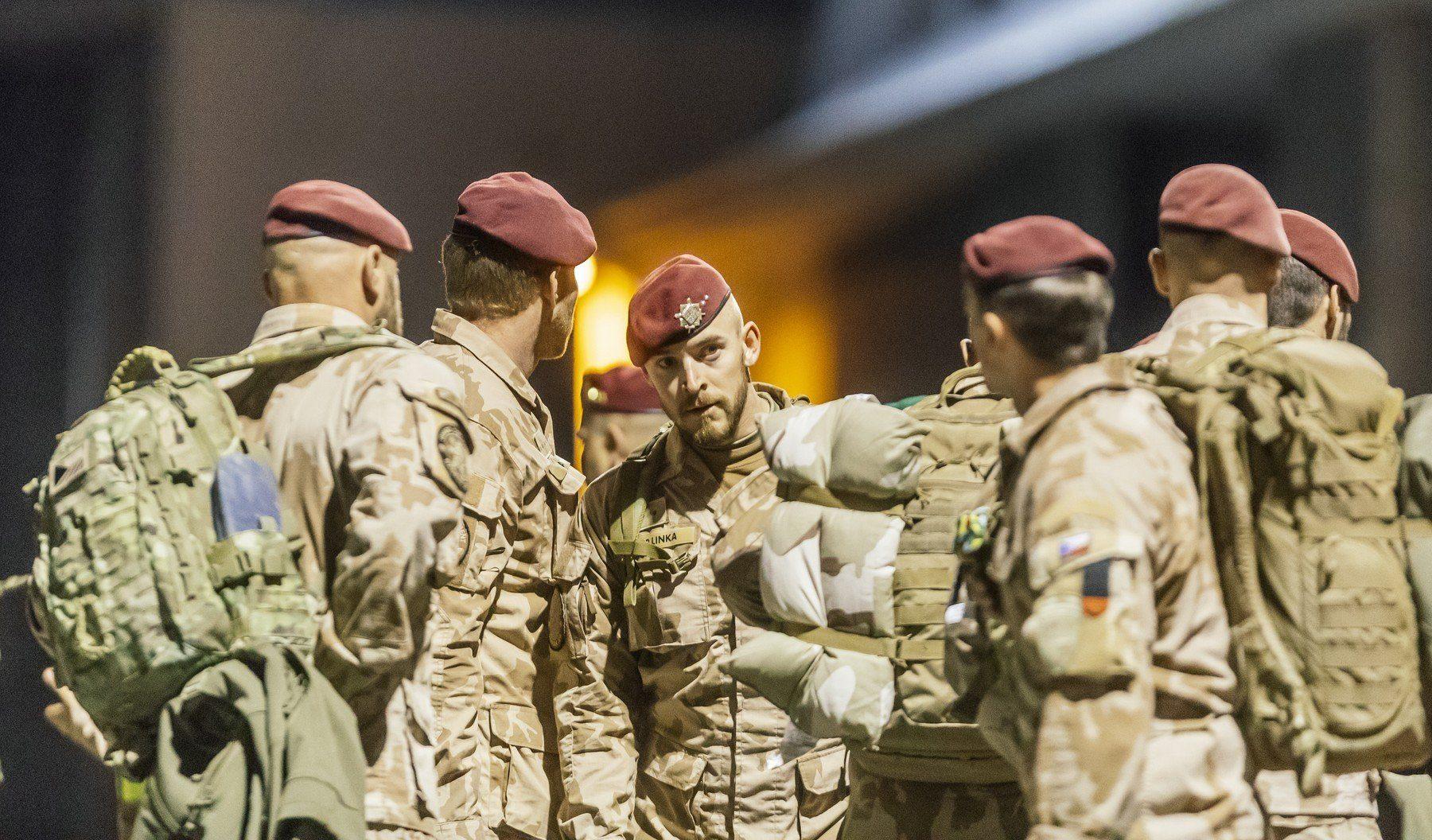 Čeští příslušníci speciálních sil po příletu z Afghánistánu v říjnu 2018
