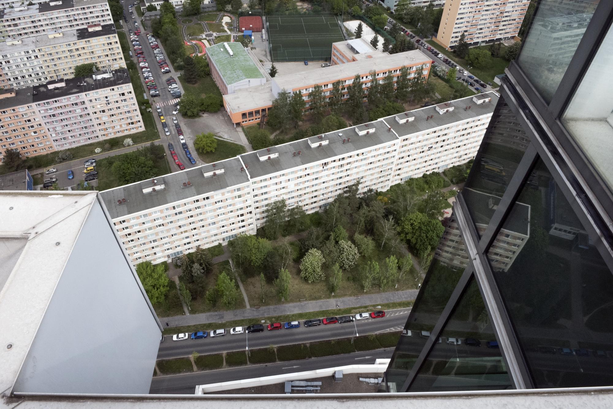 Budova City Tower byla stavěna původně pro Československý rozhlas, po rozpadu Československa se jí ale rozhlas zřekl a prodal ji.